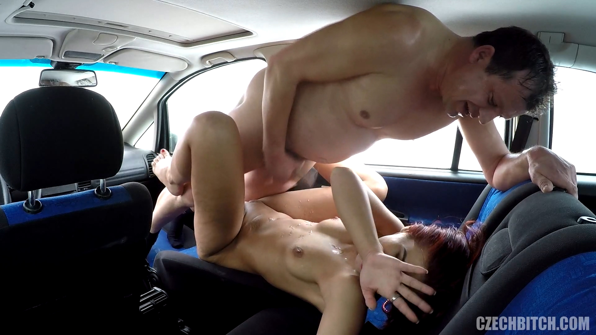 strastniy-seks-v-mashine-video