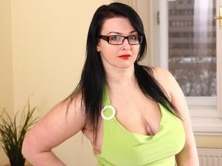 Big-titted milf Licious Gia prefers fingering and dreaming  1038141