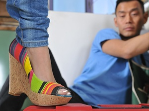 Handyman's foot fetish Scène 1