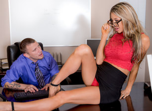 Big Tits Office Chicks #04 Scène 1