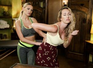Hesitant Housewife Scène 1