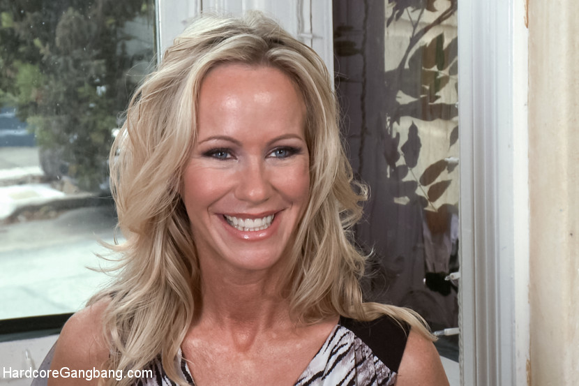 The Swinger Party - Horny MILF's