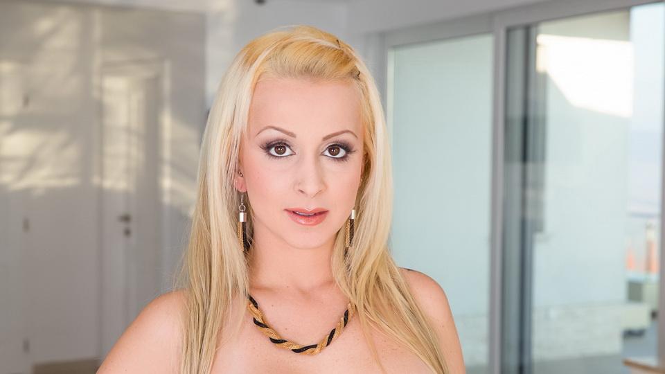 Nina Trevino Scène 1