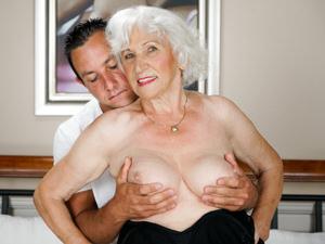 Grandma's Bush #11 Scènes
