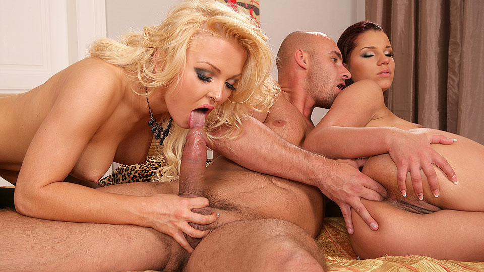 Couple pays blonde slut