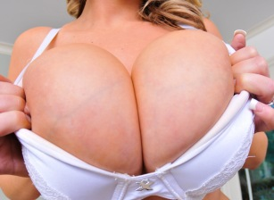 Titty Creampies Scena 1