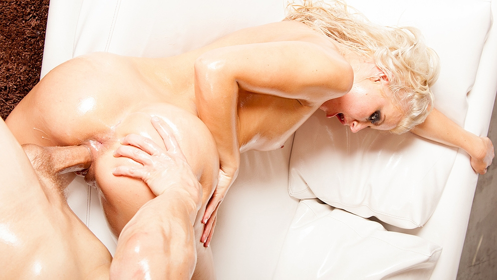 Anikka Albrite Caught In An Oil