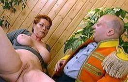 Midget Fucks Kira Scène 11