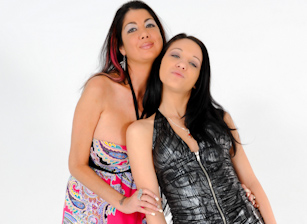 Mothers Teaching Daughters How To Suck Cock #12 Scène 2