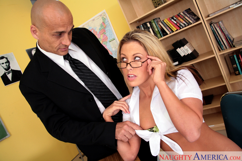 Naughty Bookworms - Kiara Diane