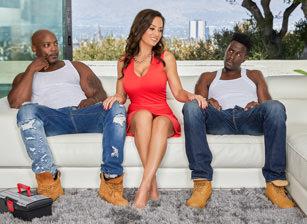 MILF Lisa Ann's Interracial Threesome Escena 2