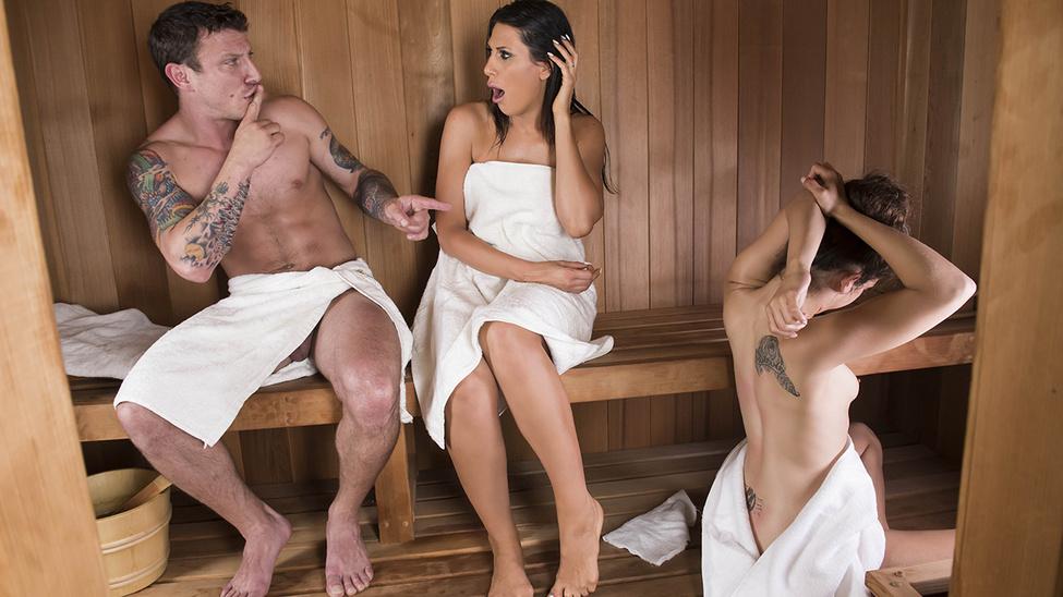 Sneaky Sauna Mama Scène 1