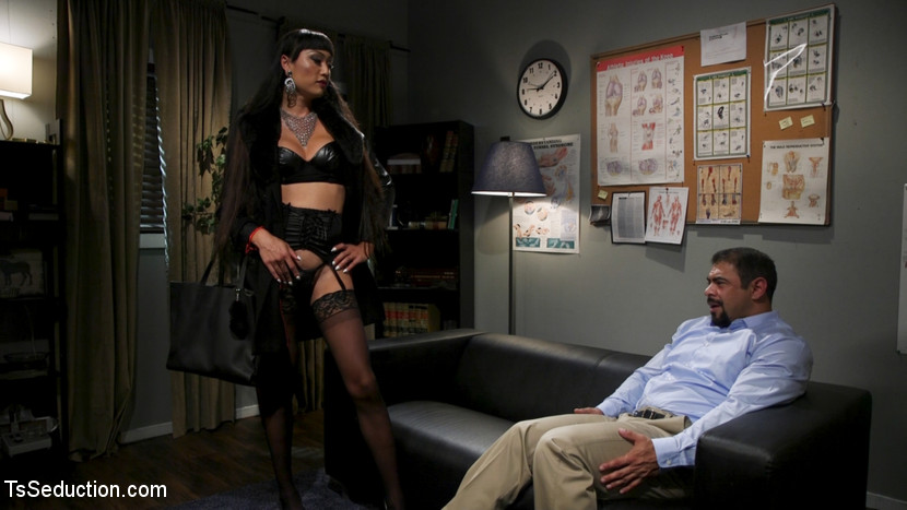 Quit Yer Bitchin': Venus Lux Top
