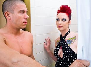 Jessie Lee Singing In The Shower