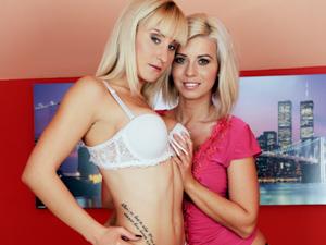Platinum Blonde Fisting Scène 1