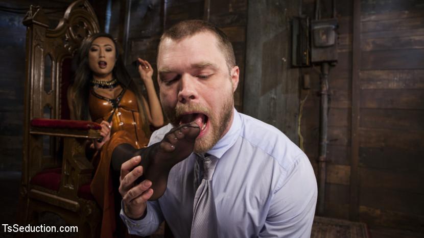 Her Willing Slave Scène 1