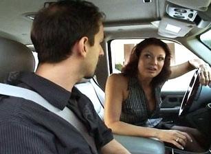 Mini Van Moms #08 Escena 4