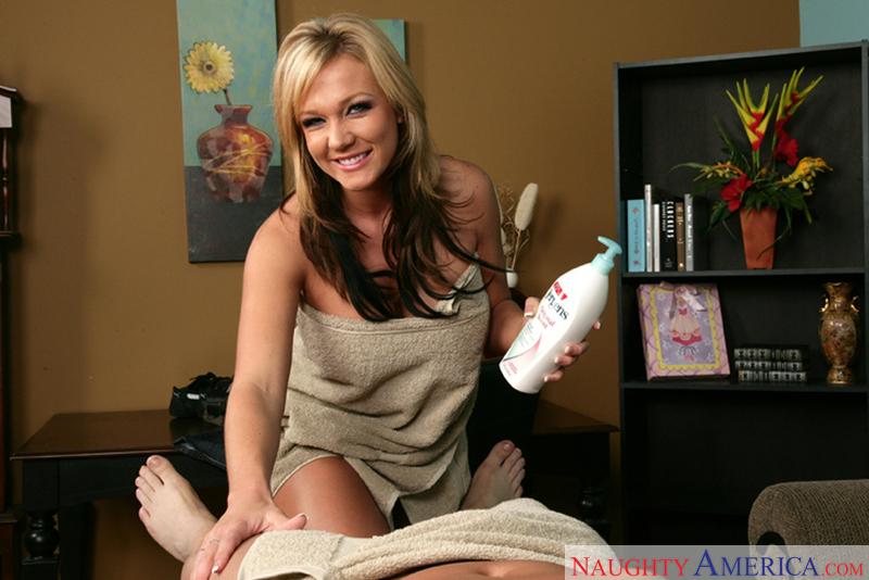 Housewife 1 on 1 - Nikki Sexx &