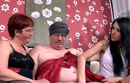 Threesome With Real Couple Scène 4