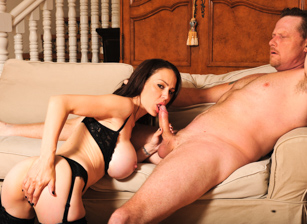 Big Titty MILFs #27 Escena 2