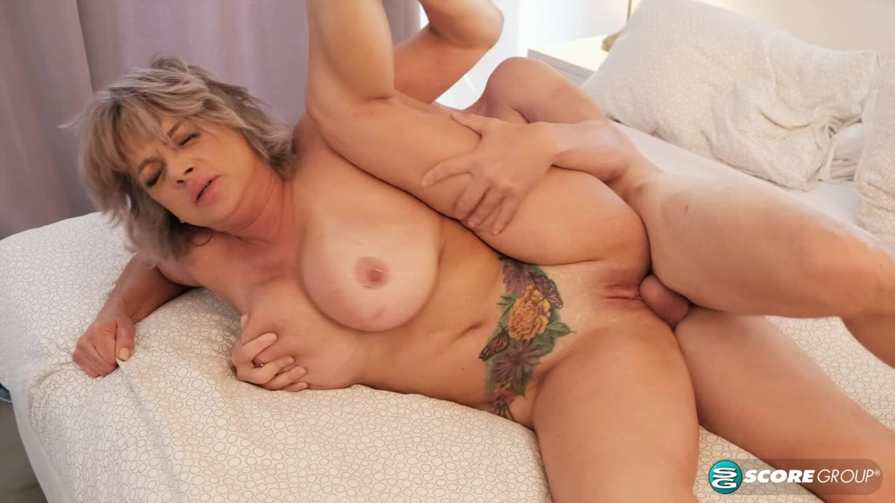 Surprise cock for Betty Boobs
