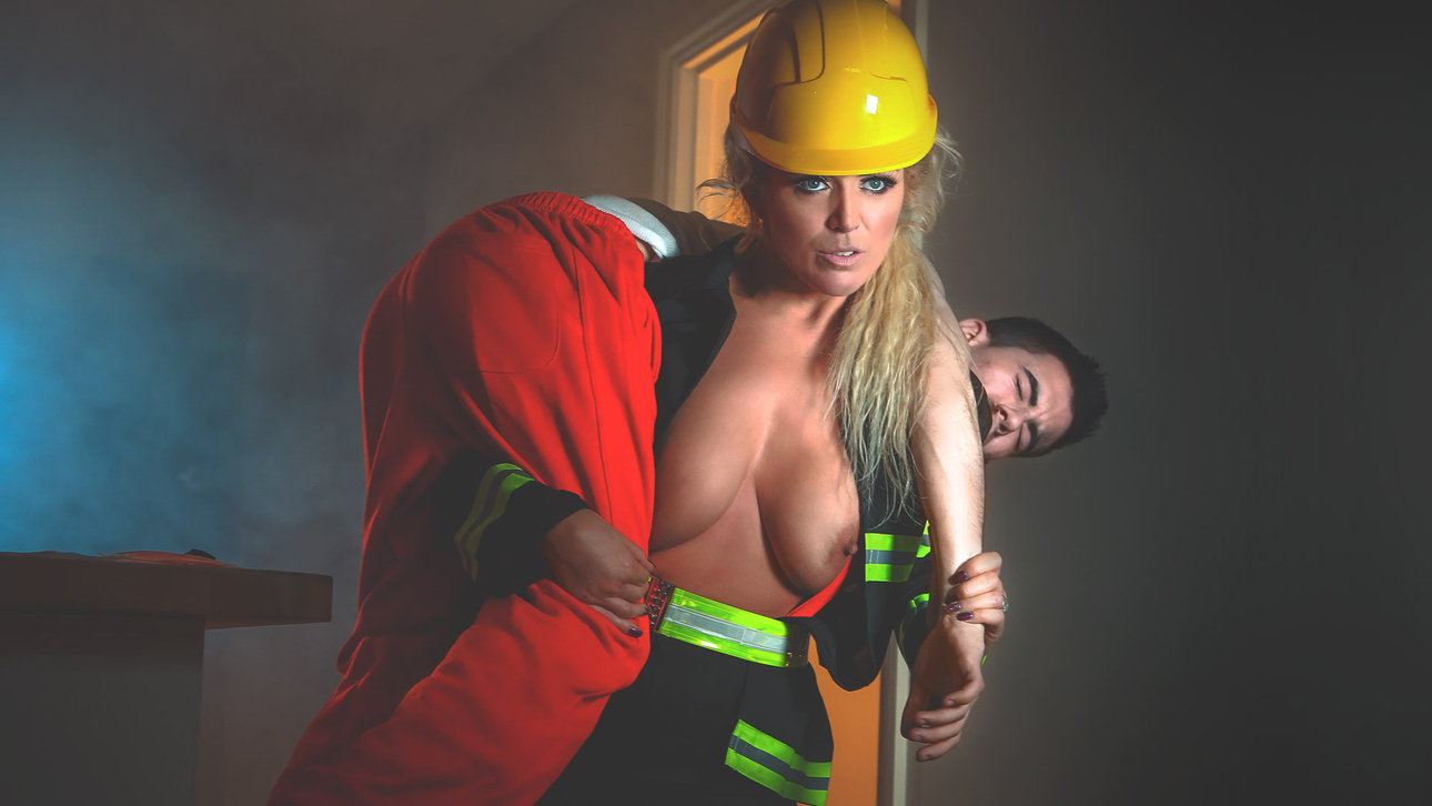 Female Firefighter Scène 1