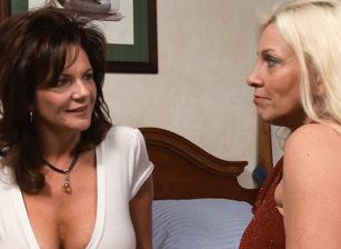Women Seeking Women #52 Scène 2