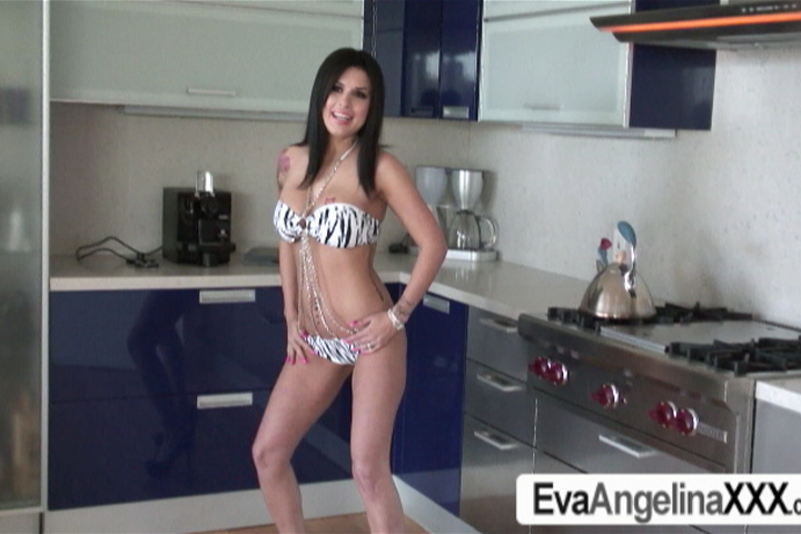 Eva Angelina Wet