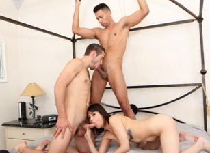 Bi-Sexually Active Escenas