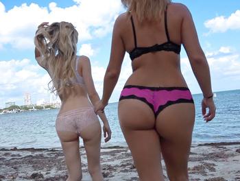 Threesome on the Beach Scène 1