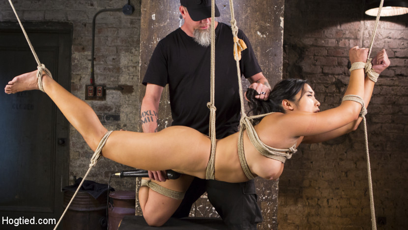 Brutal Hair Suspension, Grueling Bondage, Torment, and Orgasms!!! Scène 1