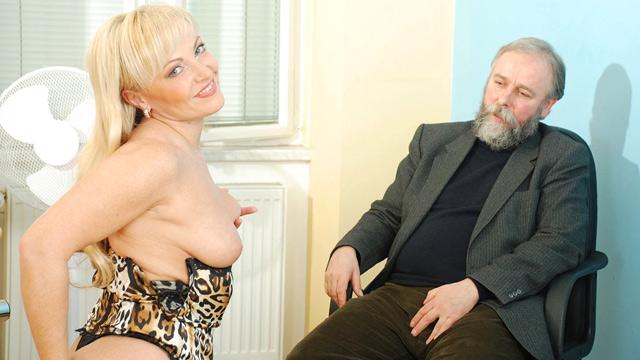 Mature older blonde anal bead pl