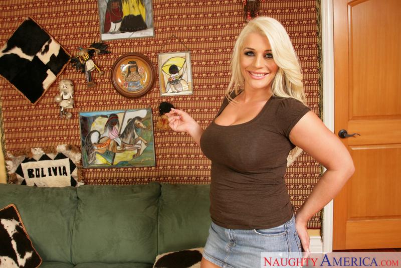 Housewife 1 on 1 - Sadie Swede &
