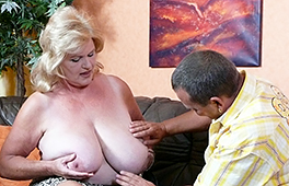 These XXL Breasts Scène 1
