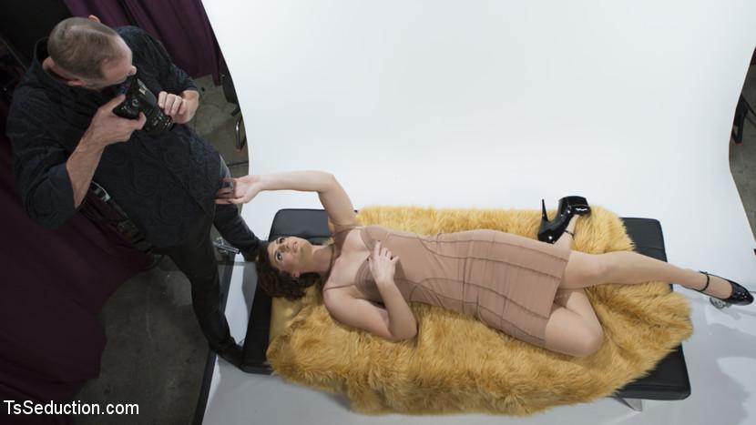 Horny Model Seduces Photographer