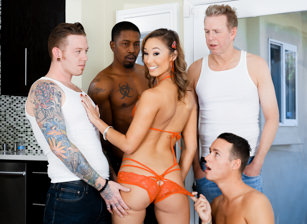 LeWood Gangbang: Battle Of The MILFs #03 Escenas