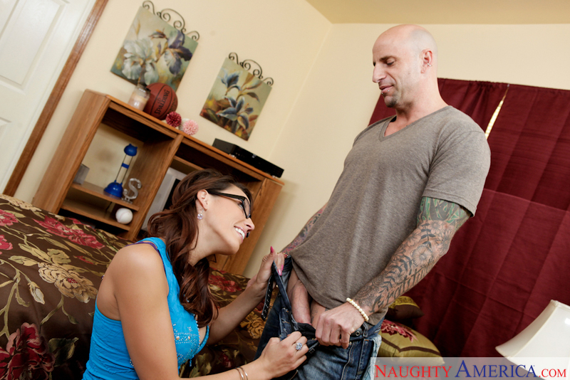 Neighbor Affair - Layla Rivera &