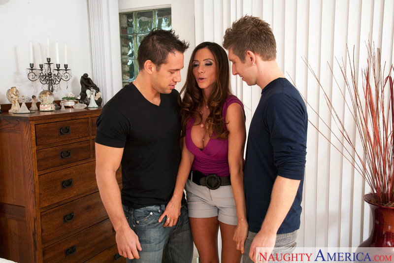 Seduced By A Cougar - Ariella Fe