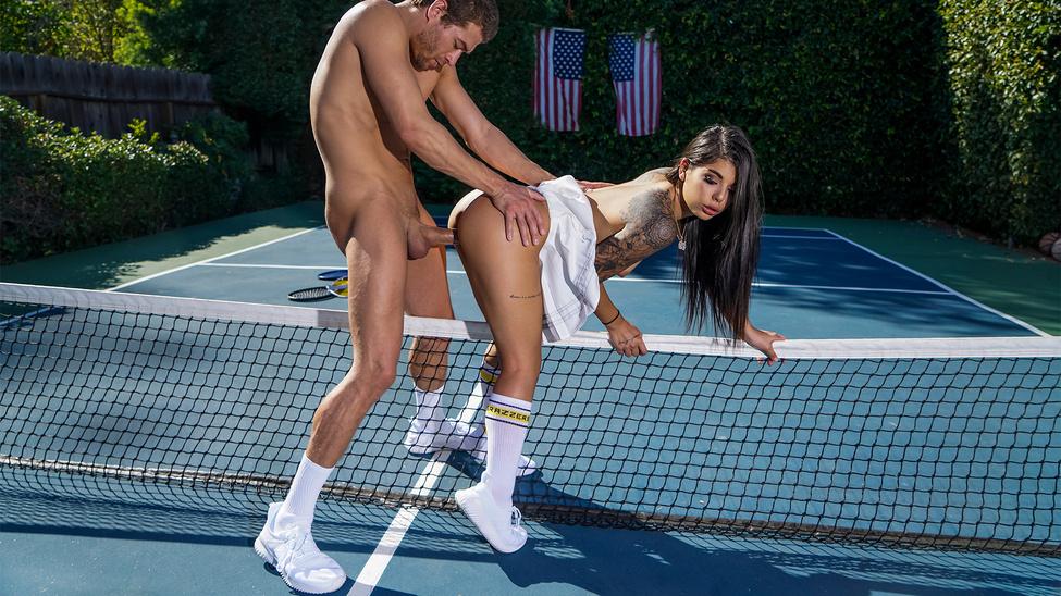 Tennis Balls Deep Scène 1