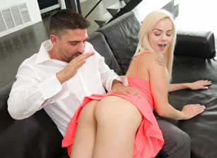 Stepdad Seduction Escena 2