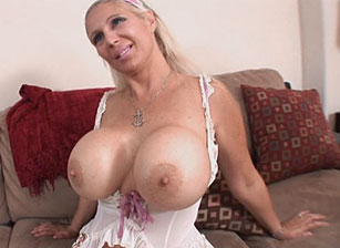 Big Titty Milfs #08 Scène 4
