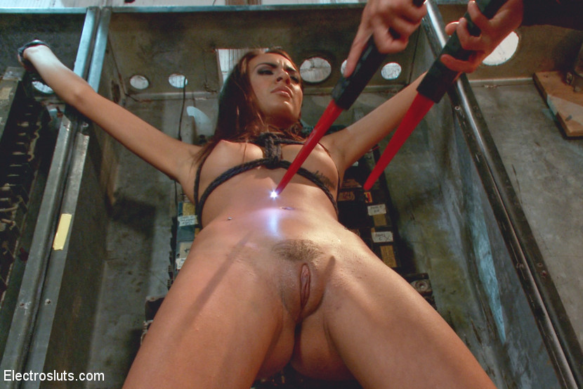 19-Year Old Newbie Gets Electro