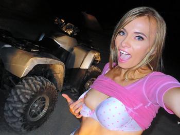 Naked Hottie's ATV Bang Scène 1