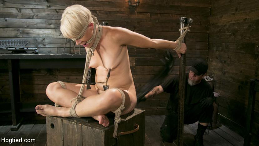 Blonde Buff MILF Helena Locke Ma