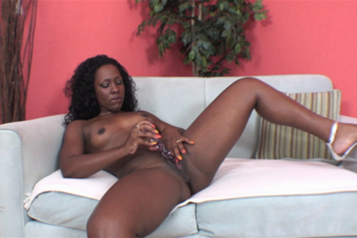Ms Platinum's Juicy Solo Masturb