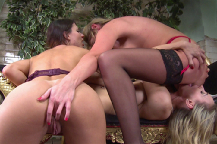 Roxy Mendez's Threesome with Lexi Love and Tanya Tate Scène 4