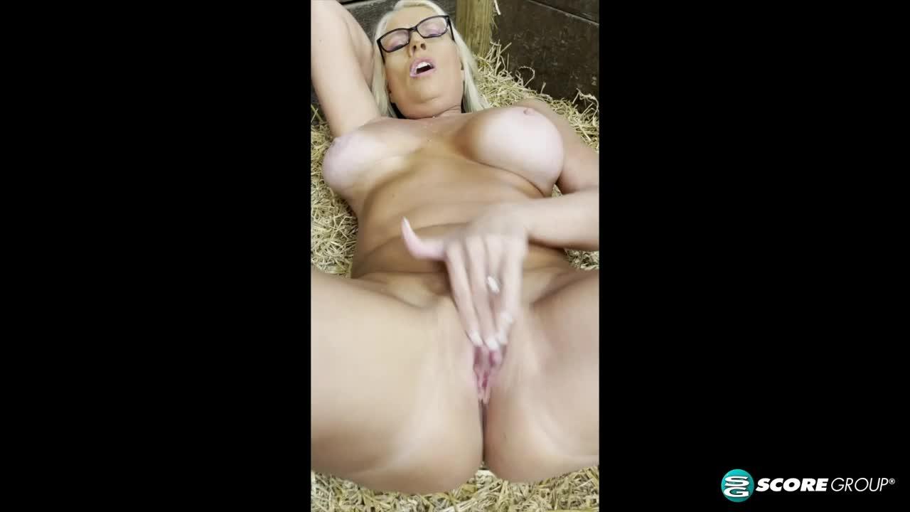 BONUS VIDEO: Down on the farm wi
