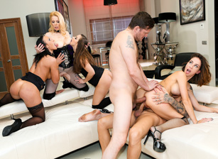 Squirting, Gaping DP/Double Anal Orgy! Escena 4