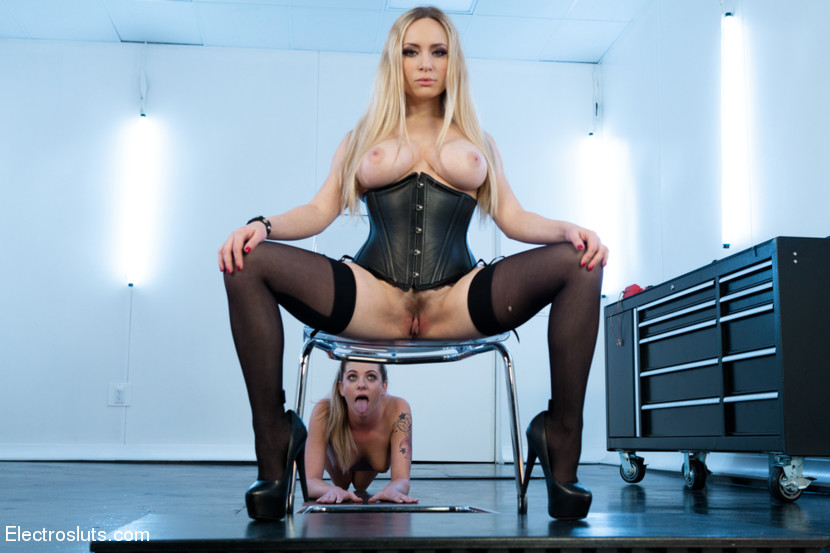 Dahlia Sky, Desires Submission a