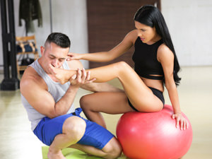 Barefoot Yoga Scène 1